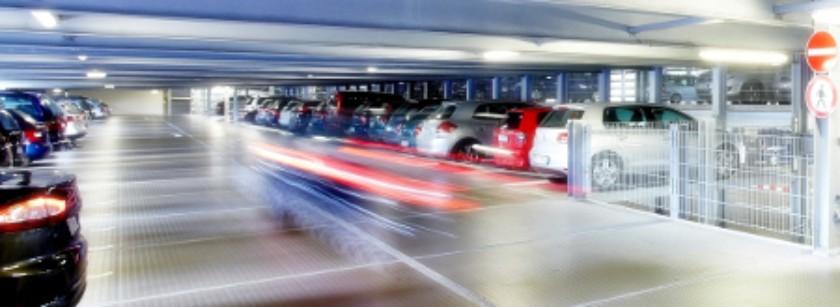 Parkdeck - überhöhte Geschwindigkeit kann zu schweren Unfällen führen